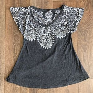 Suzy Shier Graphic Flutter Sleeve Tee